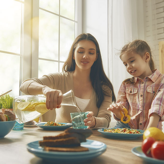 6 Ways Eating Together Makes Your Kids Healthier