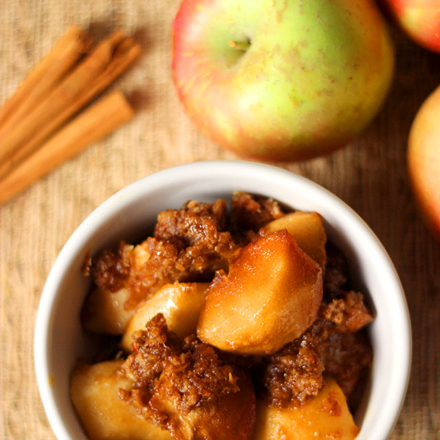 Slow Cooked Caramel Apples